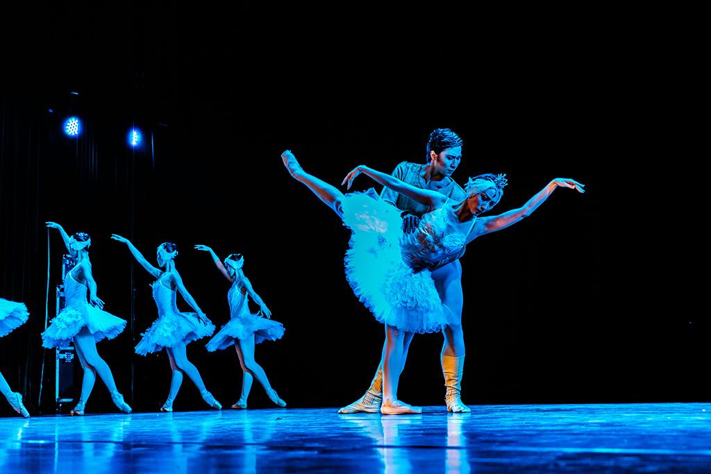 财政部联合主办的高雅艺术进校园活动自2005年以来,中国国家芭蕾舞团图片